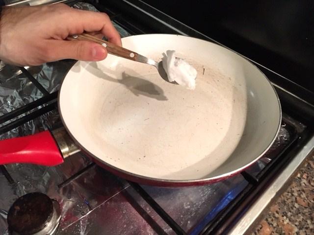 omelete saudável de húmus - óleo de cóco