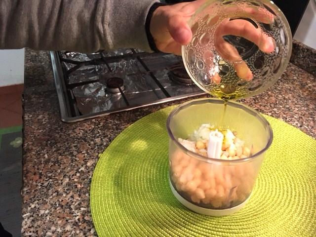omelete saudável de húmus - azeite