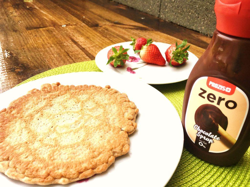 Panquecas de Chocolate e Morango toppings