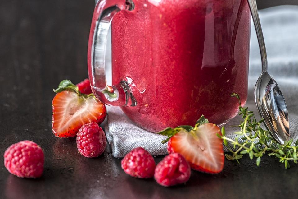4 bebidas de verão para emagrecer - morango