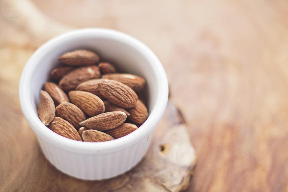 o que comer à noite para ganhar massa muscular - frutos secos